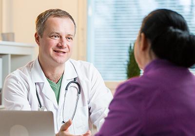 Huisarts in gesprek met patiënt